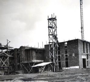 Cladirea principala in construcție